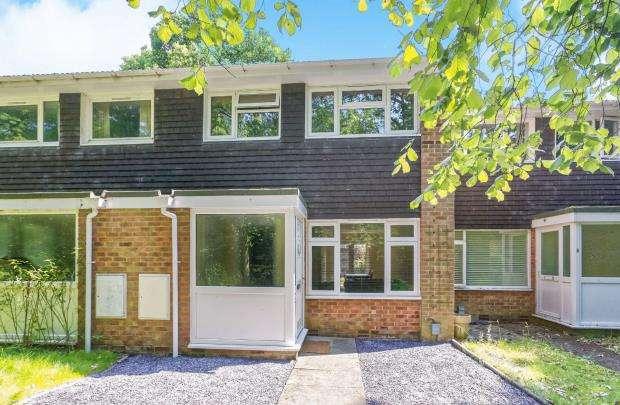 3 Bedrooms Terraced House for sale in Fleet