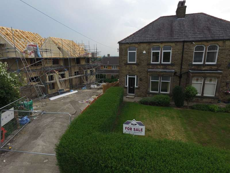 3 Bedrooms Semi Detached House for sale in Hollinbank Lane, Heckmondwike