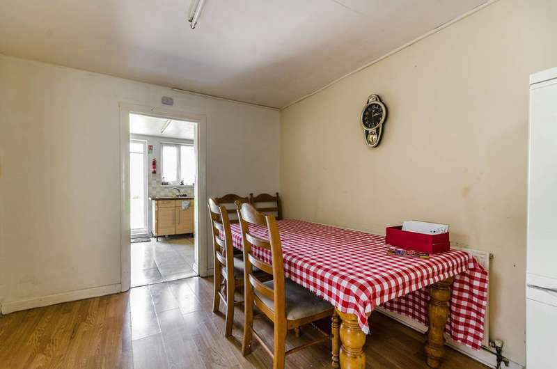 4 Bedrooms Terraced House for sale in South Esk Road, Forest Gate, E7