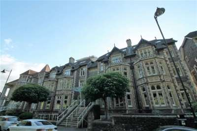 2 Bedrooms Flat for rent in Royal Parade, Clifton