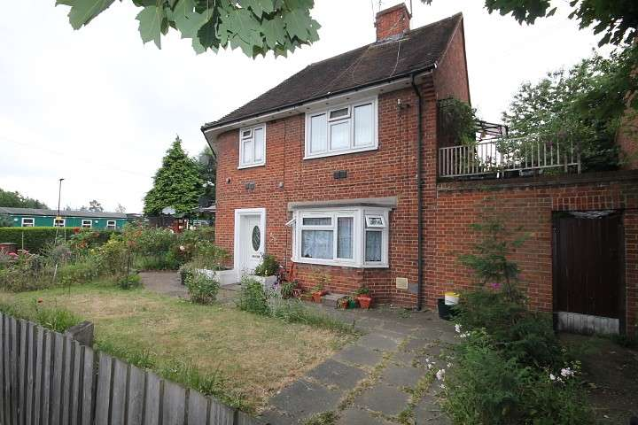 2 Bedrooms Maisonette Flat for sale in Beavers Lane, Hounslow, TW4