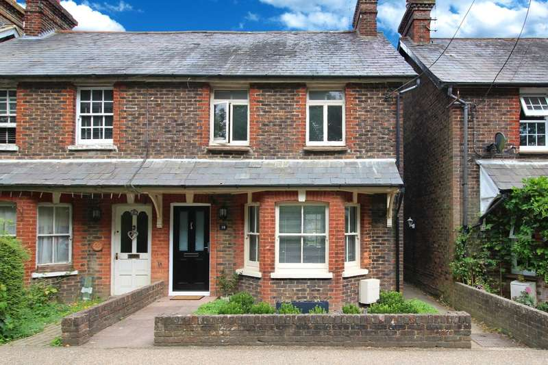 2 Bedrooms Semi Detached House for sale in Station Road, Southwater