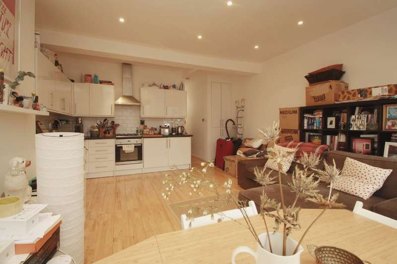 2 Bedrooms Flat for sale in Priory Park Road, Queens Park NW6