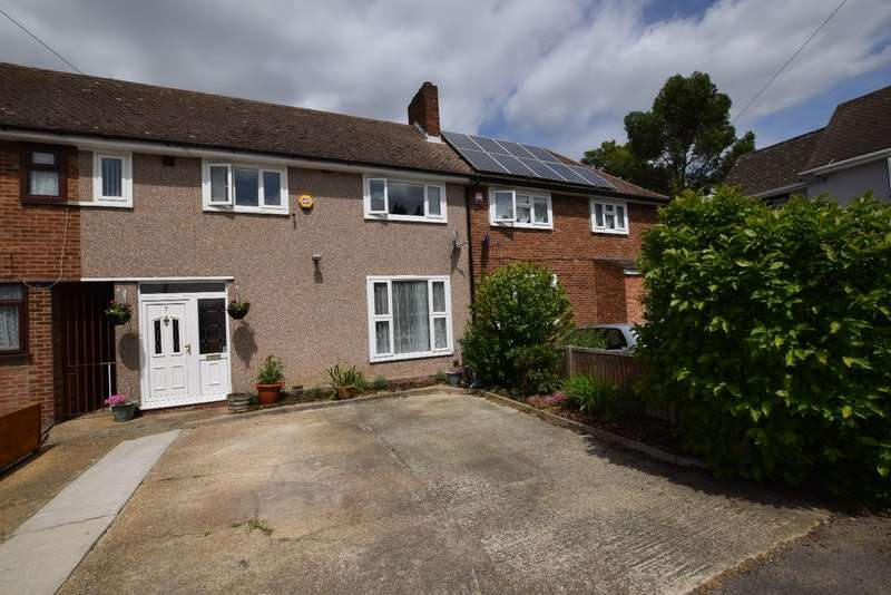 2 Bedrooms Terraced House for sale in Elm Close, Romford, Essex, RM7