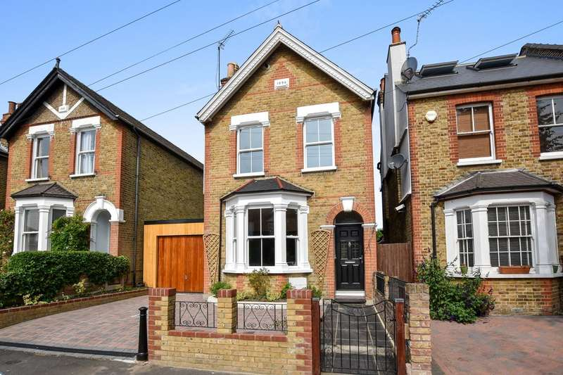 4 Bedrooms Detached House for sale in Douglas Road, Surbiton