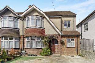 4 Bedrooms Semi Detached House for sale in Thornton Crescent, Coulsdon, Surrey