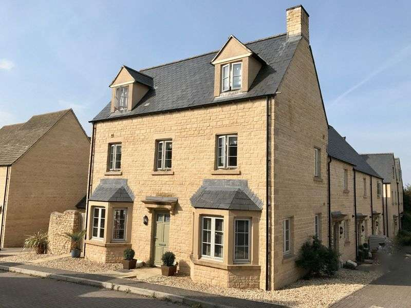 4 Bedrooms Property for sale in Savory Way, Cirencester