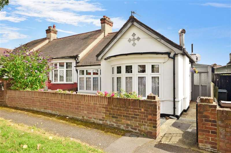 2 Bedrooms Semi Detached Bungalow for sale in Cherrydown Close, Chingford
