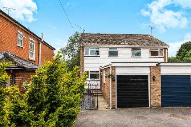 3 Bedrooms Semi Detached House for sale in Lightwater, Surrey