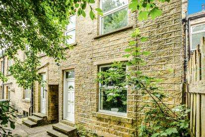 2 Bedrooms Terraced House for sale in Prince Street, Primrose Hill, Huddersfield, West Yorkshire