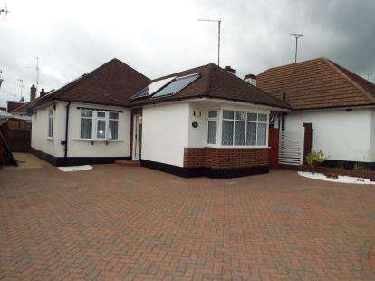 2 Bedrooms Bungalow for sale in Eastwood, Leigh On Sea, Essex