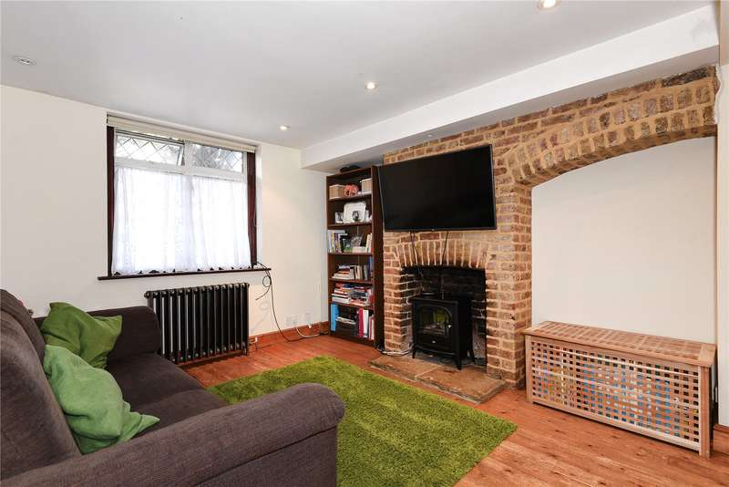 2 Bedrooms Semi Detached House for sale in Colham Green Road, Hillingdon, Middlesex, UB8