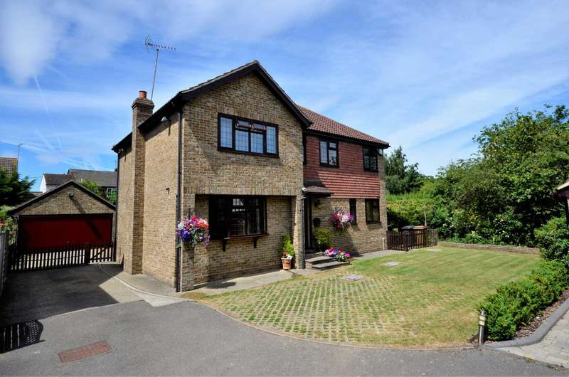 4 Bedrooms Detached House for sale in Willowmeade, Ramsden Heath