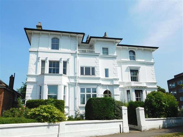 2 Bedrooms Flat for sale in Portsmouth Road, Kingston Upon Thames