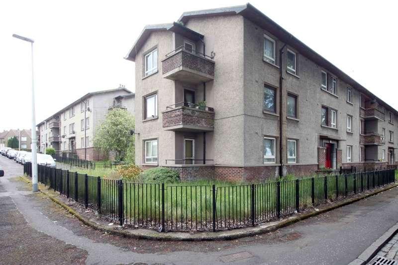 3 Bedrooms Flat for sale in Glasgow Road, Camelon, Falkirk, FK1 4JA