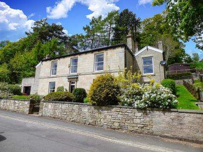 4 Bedrooms Detached House for sale in Reservoir Road, Whaley Bridge, High Peak, Derbyshire