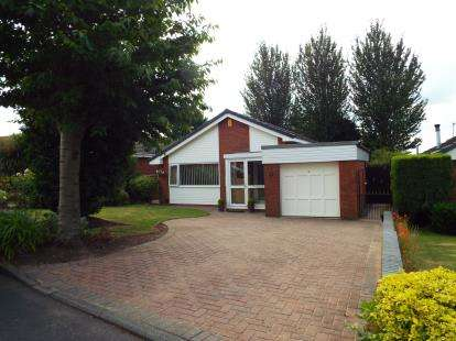 3 Bedrooms Bungalow for sale in Buttermere Grove, Beechwood, Runcorn, Cheshire, WA7