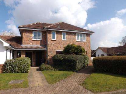 2 Bedrooms Flat for sale in The Hawthorns, Lutterworth, Leicestershire