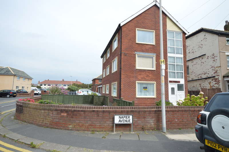 2 Bedrooms Ground Flat for sale in Marina Court, Blackpool