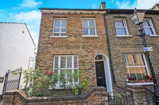 2 Bedrooms End Of Terrace House for sale in South Street, Bromley