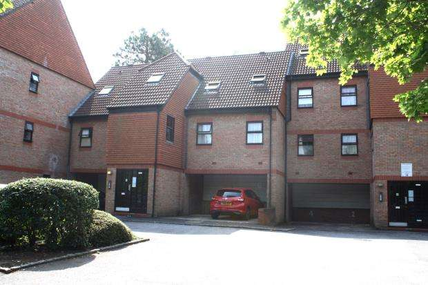 2 Bedrooms Flat for sale in Mount Hermon Road, Woking, Surrey