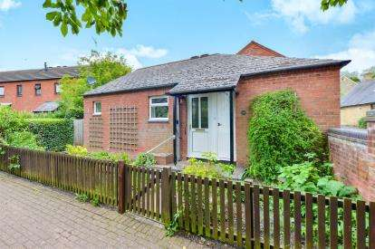 2 Bedrooms Bungalow for sale in The Grove, Bradwell, Milton Keynes, Bucks