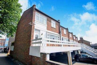 3 Bedrooms Maisonette Flat for sale in Crown Lane, Southgate, London, .