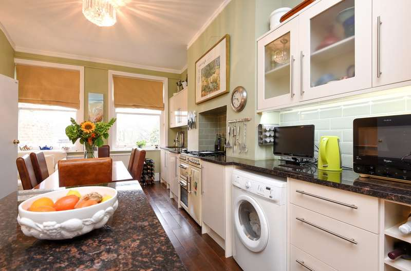 2 Bedrooms Apartment Flat for sale in Strawberry Hill