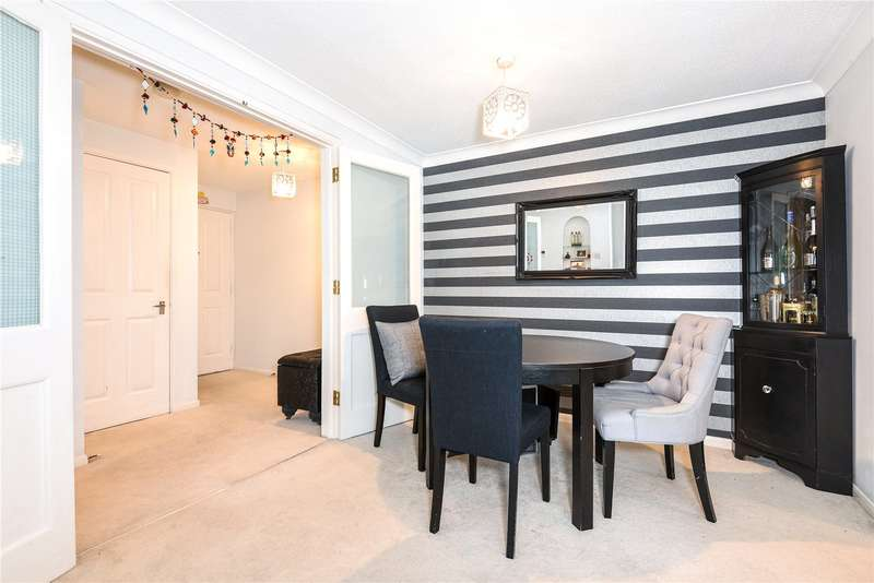 2 Bedrooms Apartment Flat for sale in Cherry Court, Pinner, Middlesex, HA5