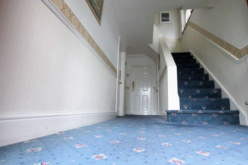 3 Bedrooms Semi Detached House for sale in Castlecroft Road, Lower Penn, Wolverhampton, South Staffordshire, WV3