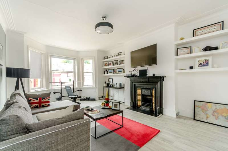 2 Bedrooms Flat for sale in Lyncroft Gardens, West Hampstead, NW6