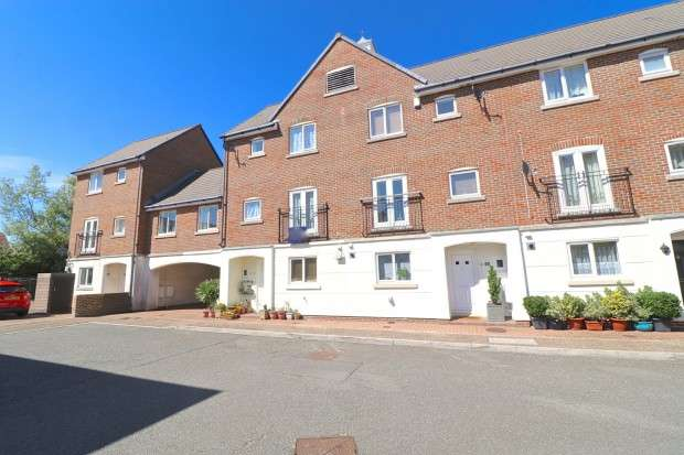 4 Bedrooms Town House for sale in Leeward Quay, Eastbourne, BN23
