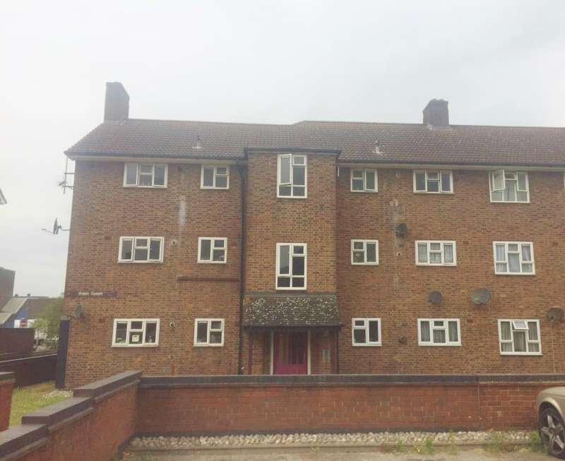 1 Bedroom Ground Flat for sale in Eden Green, South Ockendon, Essex, RM15 5BW