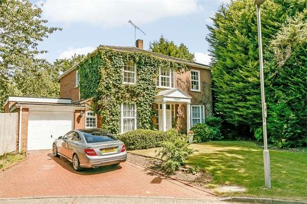 4 Bedrooms Detached House for sale in Coombe House Chase, New Malden, Surrey