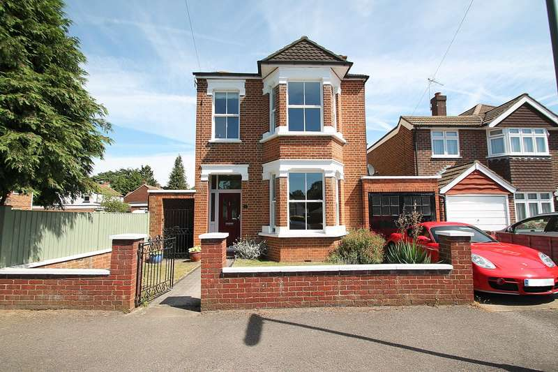 4 Bedrooms Detached House for sale in Reedsfield Road, Ashford, TW15