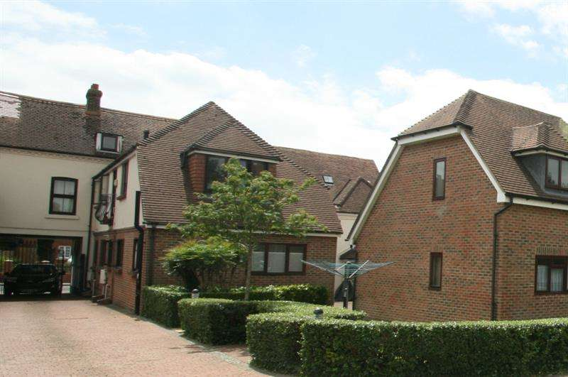 2 Bedrooms Flat for sale in West Street, Havant