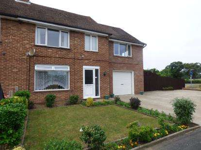 4 Bedrooms End Of Terrace House for sale in Hayling Island, Hampshire