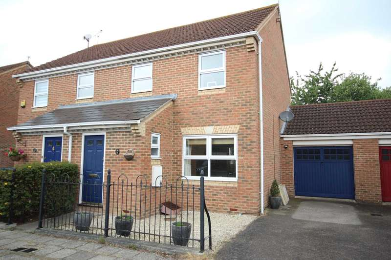 3 Bedrooms Semi Detached House for sale in Sandhill Way, Fairford Leys