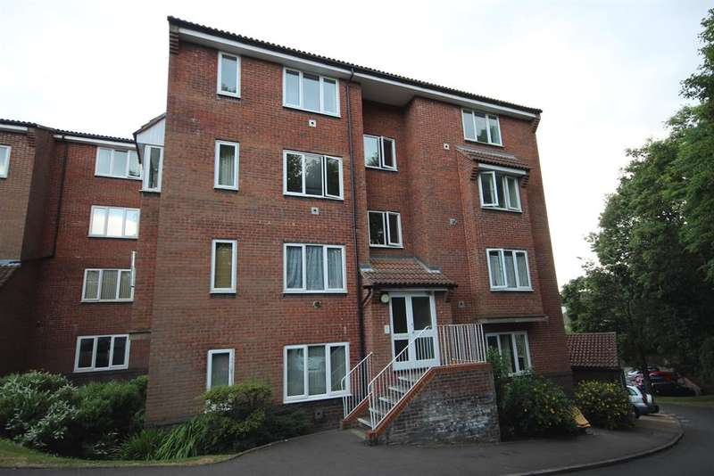 1 Bedroom Flat for sale in St Leonards Park, East Grinstead, RH19