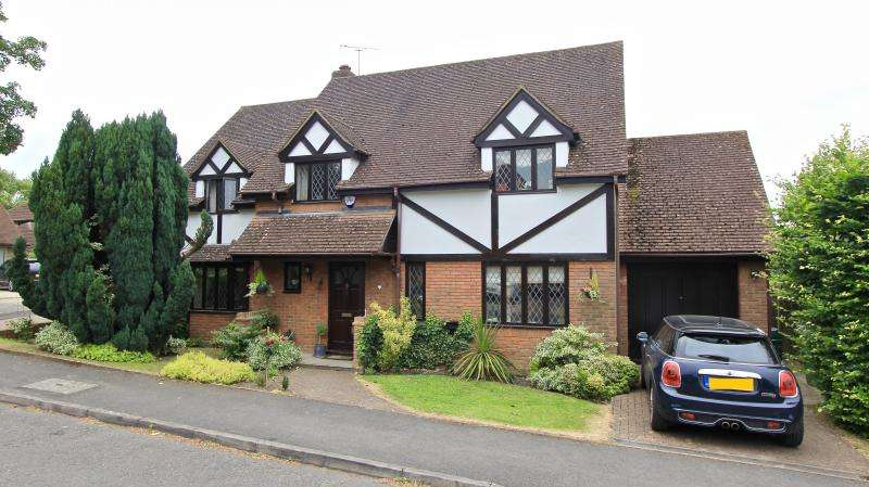 4 Bedrooms Detached House for sale in Berndene Rise, PRINCES RISBOROUGH, HP27