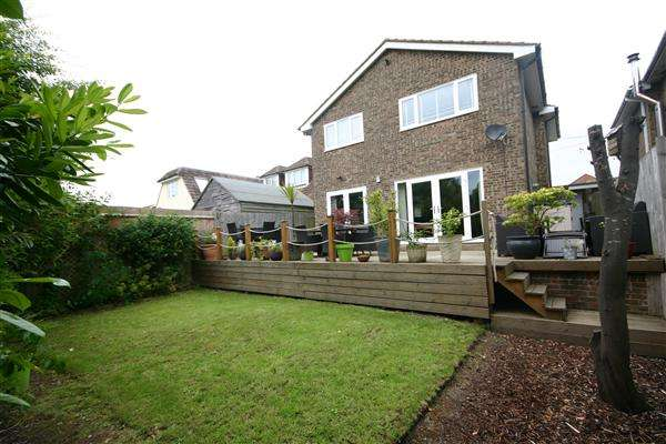 4 Bedrooms Detached House for sale in Mortimers Lane, Southampton