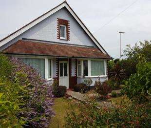 2 Bedrooms Bungalow for sale in Chichester Road, Bognor Regis, West Sussex