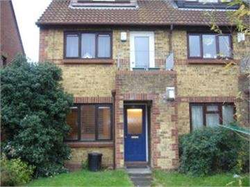 1 Bedroom Ground Maisonette Flat for sale in Reynolds Close, Colliers Wood, London, SW19