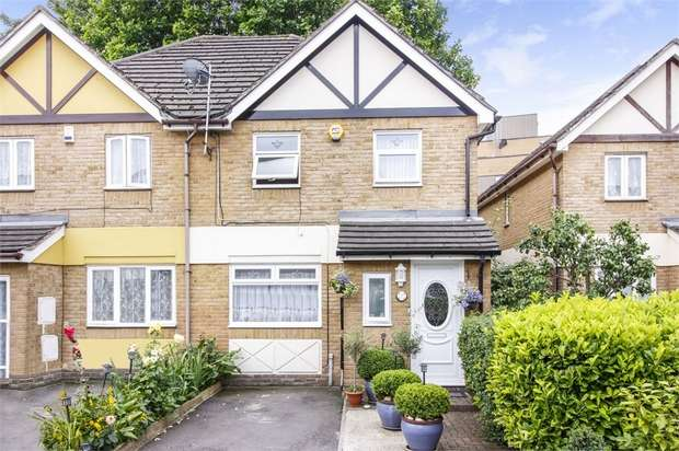 3 Bedrooms Semi Detached House for sale in Pump Lane, London