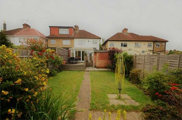 3 Bedrooms Semi Detached House for sale in Deans Lane, Edgware, HA8, Middlesex