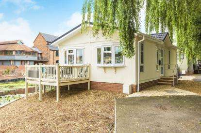 1 Bedroom Bungalow for sale in Millside Marina, Mill Road, Buckden, St. Neots