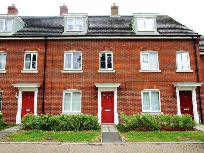 3 Bedrooms Terraced House for sale in Red Lodge, Bury St. Edmunds, Suffolk