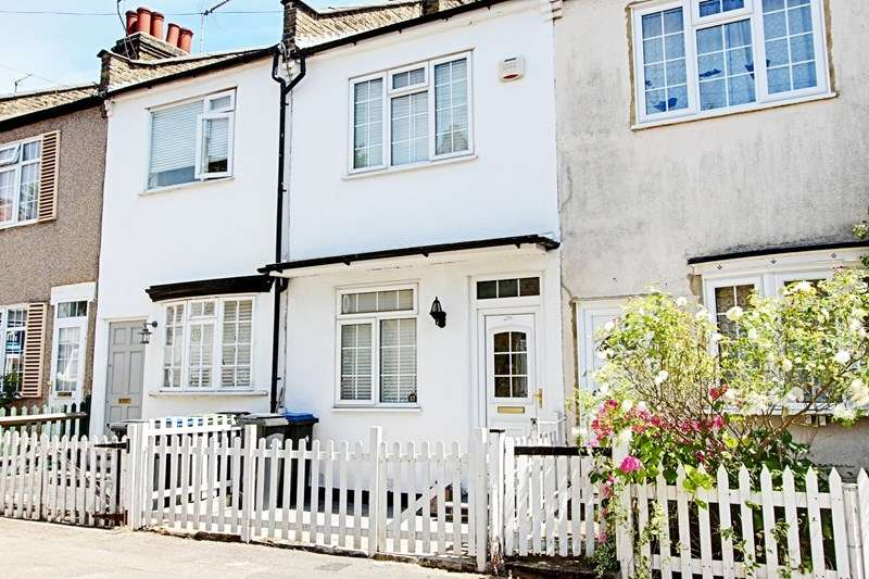 2 Bedrooms Property for sale in Batley Road, Enfield
