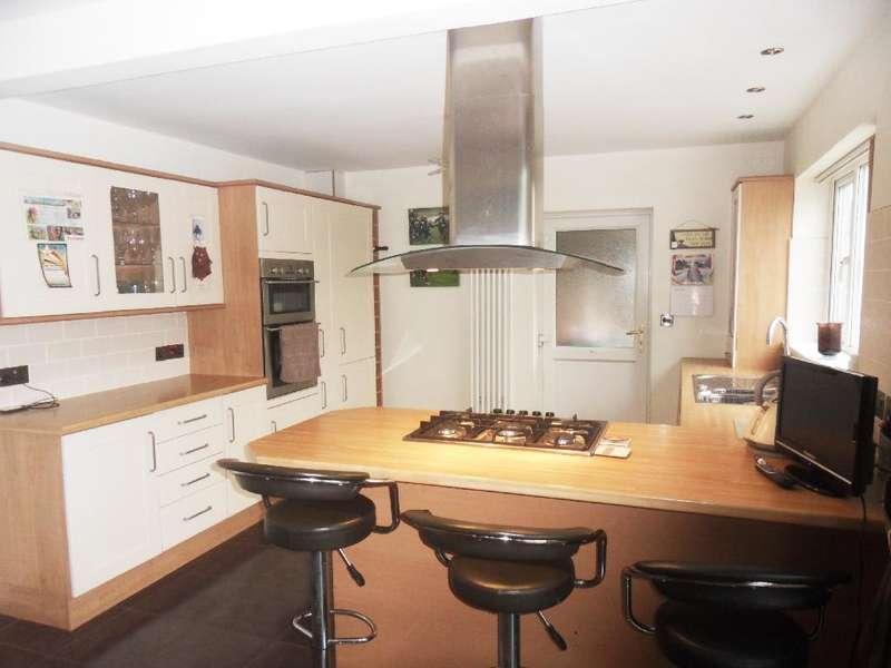 3 Bedrooms Property for sale in 56, Thornton-Cleveleys, FY5 1SR