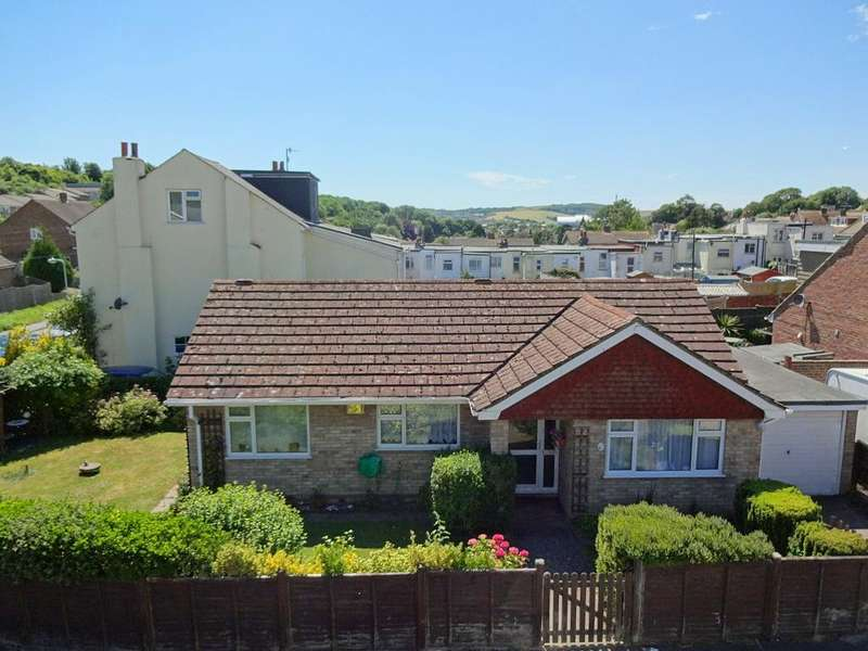 2 Bedrooms Bungalow for sale in Thompson Road, Denton, Newhaven, BN9 0RS